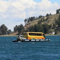 """Unser Bus von Copacabana nach La Paz auf der """"Fähre"""""""