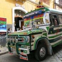 Öffentliche Stadtbusse in La Paz, Bolivien