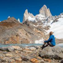 Fränzi geniesst den Anblick des Fitz Roy Gipfel