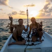 Zwei erfolgreiche Speerfischer