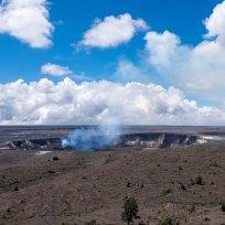 Aktiver Krater bei Tageslicht
