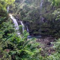 Einer der vielen schönen Wasserfälle an der Road to Hana