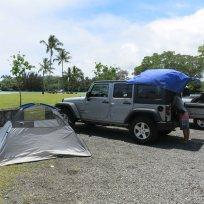 Zelt trocknen in einem Stadtpark
