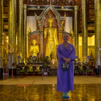 Fränzi im wunderschönen Tempel
