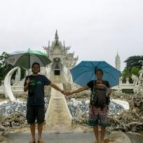 Der weisse Tempel in Chiang Rai. Wir hatten trotz Regen Spass!