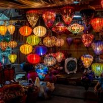 Ein Laternenstand auf dem Nachtmarkt in Hoi An