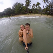 Stürmisches Baden auf Phu Quoc. (siehe Palmen!)