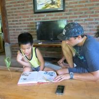 Dani hilft mit dem Englisch Lernen